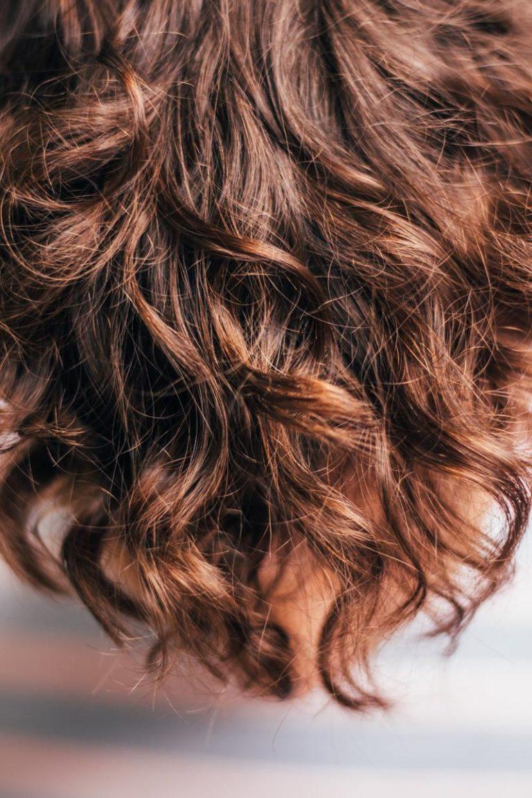 Jakie korzyści odniesiemy ze stosowania olejków do włosów