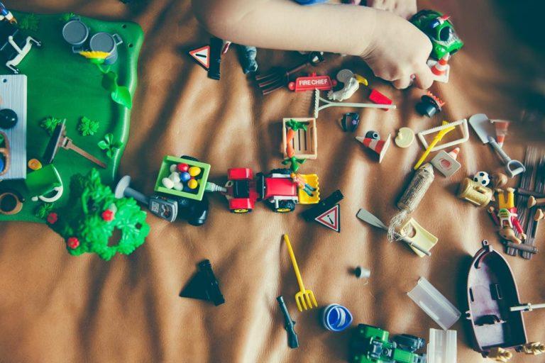 Zabawki edukacyjne i kreatywne rozwijają umiejętności logicznego myślenia dziecka